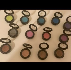 10 Pieces of Eyeshadow